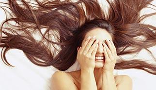 tête de femme avec beaucoup de cheveux
