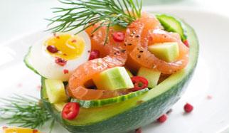 Une salade de saumon