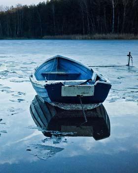lac froid avec de la glace