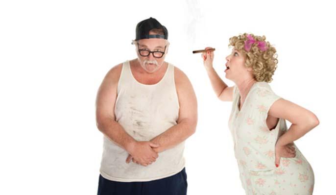 Fumeur gros et âgé