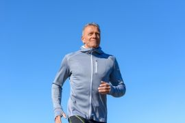 homme en forme faisant du jogging