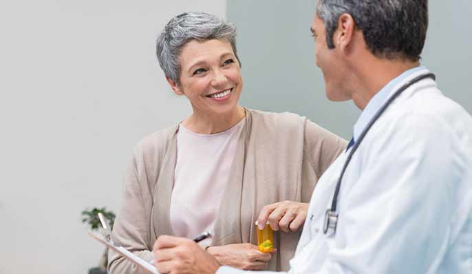 médecin avec femme en consultation ménopause