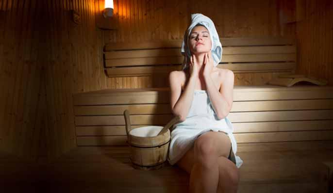 femme dns un sauna